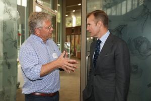 The Chief Scientist & Engineer in discussion with Minister Stokes