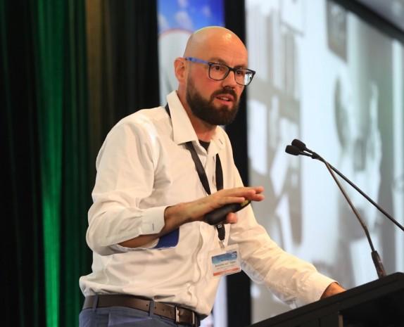 Professor Antoine van Oijen delivering a lecture